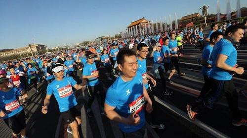 """马拉松跑友需求""""加码"""" 40余场赛事同天开跑"""