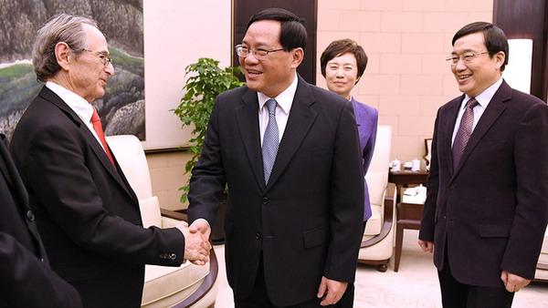 李强会见诺奖得主:上海迈向卓越的全球城市离不开这个第一资源