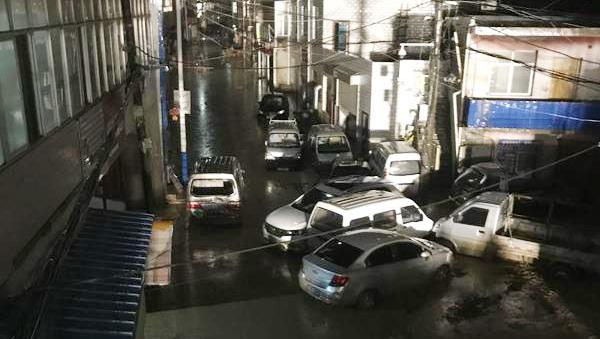 甘肃兰州城区突降暴雨引发山洪 300余人紧急疏散