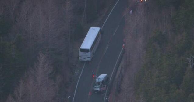 日本一辆满载中国游客大巴与面包车相撞 17人受伤
