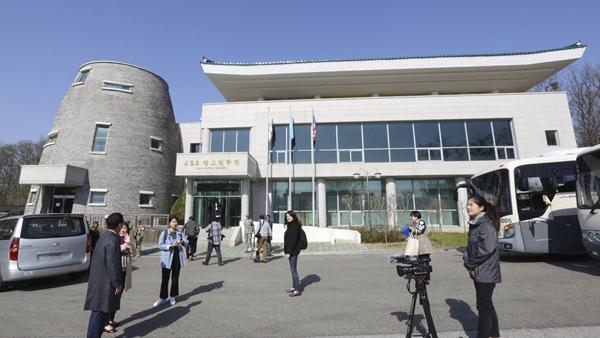 韩朝开通首脑热线电话并试通话