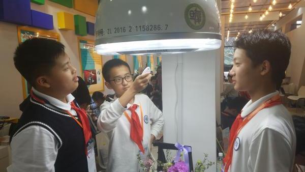 灯也能净化空气?这款上海初中生发明获企业350万元投资