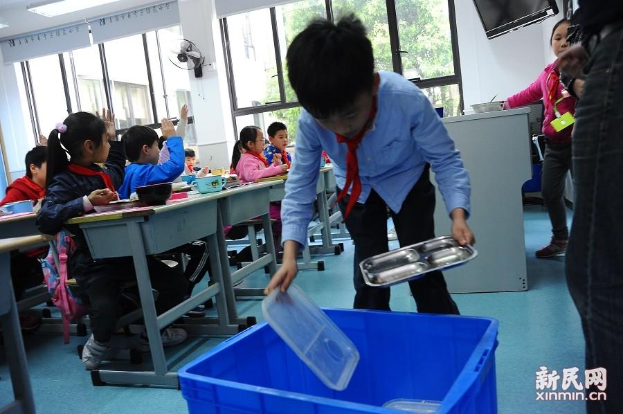 """上海打造校园午餐""""舌尖上的教育"""""""