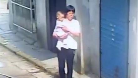 上海一10月大女婴疑似被人抱走 警方已找回孩子
