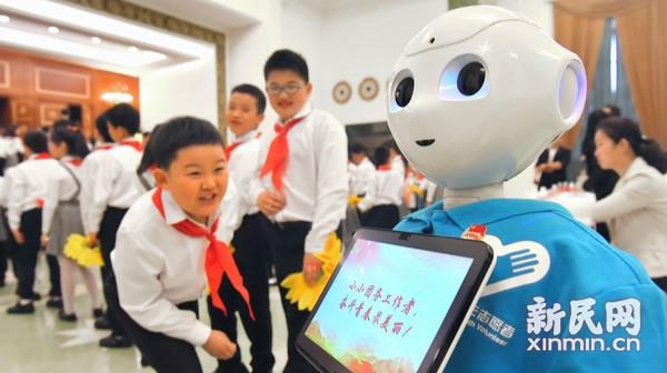 团代会有了机器人导览员