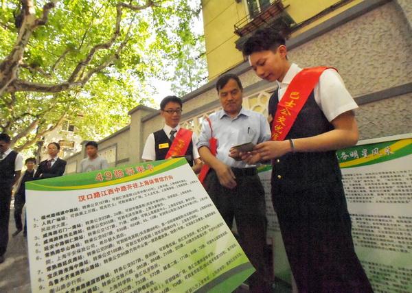 公交青年志愿者 将优质服务从车厢延伸至站点