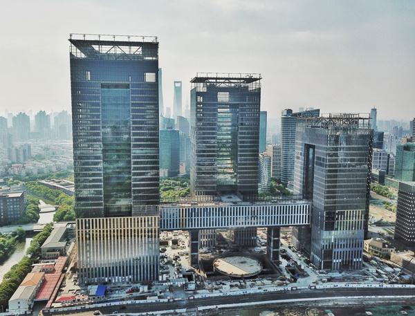 上海国际金融中心三幢塔楼初见雏形 计划2019年竣工