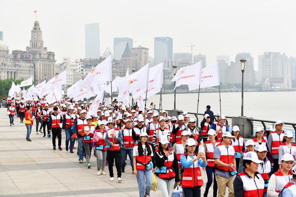 红十字旗帜滨江接力