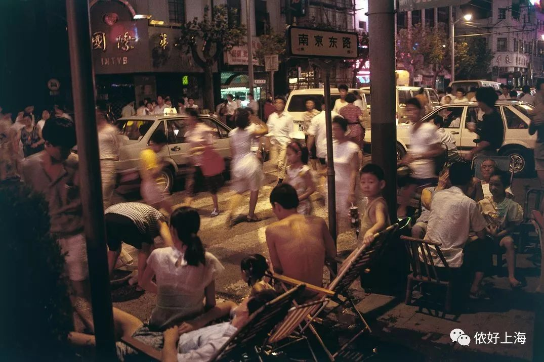 这个不会中文的老外告诉你:90年代的上海有多美?