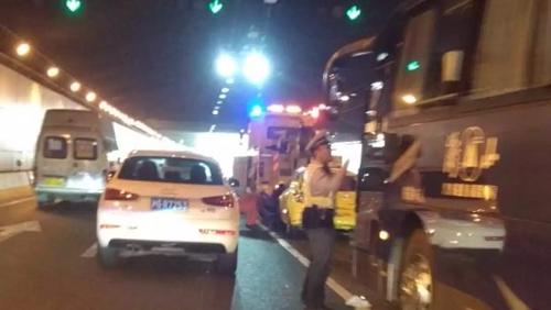 今晨邯郸路地道内发生六车追尾 未造成人员伤亡