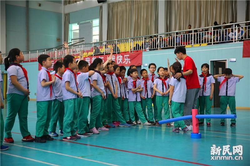 上海市青年骨干教师研修班课堂展示活动在朱泾小学举行