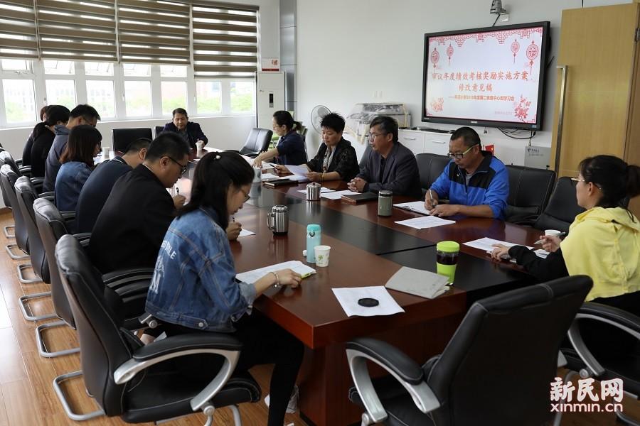 朱泾小学中心组学习:审议年度绩效考核奖励实施方案修改意见