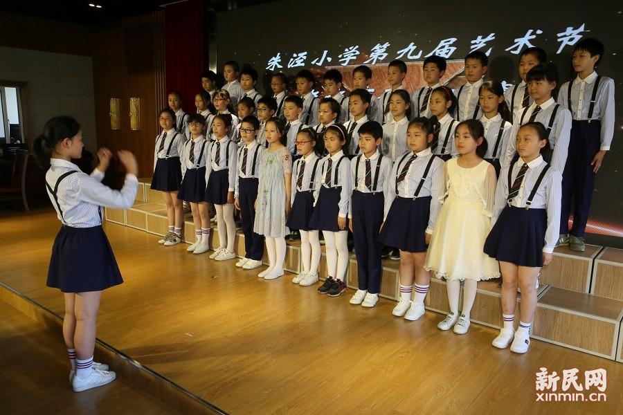 """朱泾小学举行第九届校园艺术节之""""班班有歌声""""合唱比赛"""