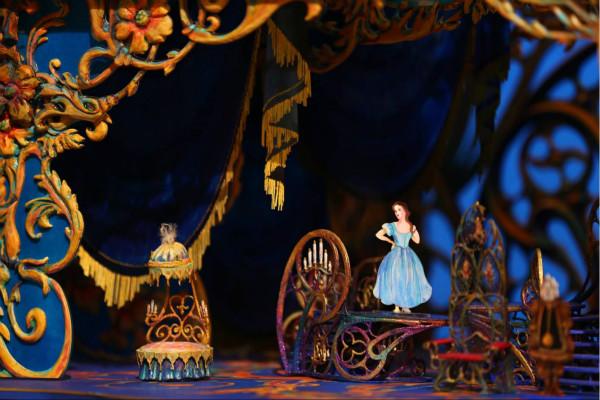 上海迪士尼打造出全球最美的《美女与野兽》场景 中文版门票明天发售