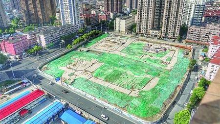 """上海单车""""坟场""""内共享单车陆续被取走"""