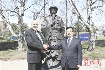 加拿大桑德贝市获赠太极雕塑 陈正雷弟子让一城老外爱上太极