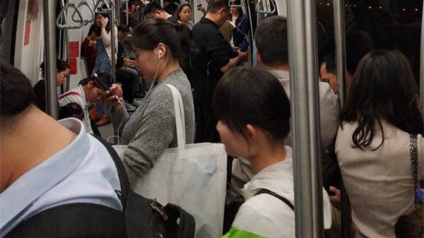 上海地铁浦江线突发车辆故障限速运行 轨交方面正全力抢修