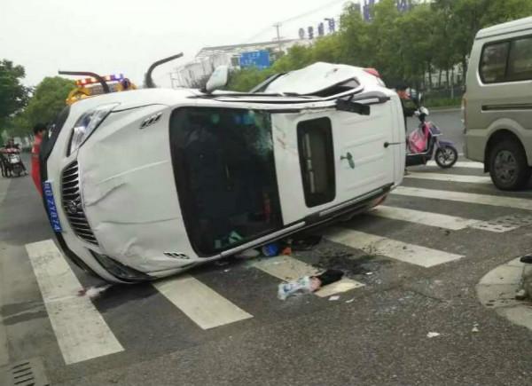 今早浦东龙东大道两车相撞 三人受伤送医