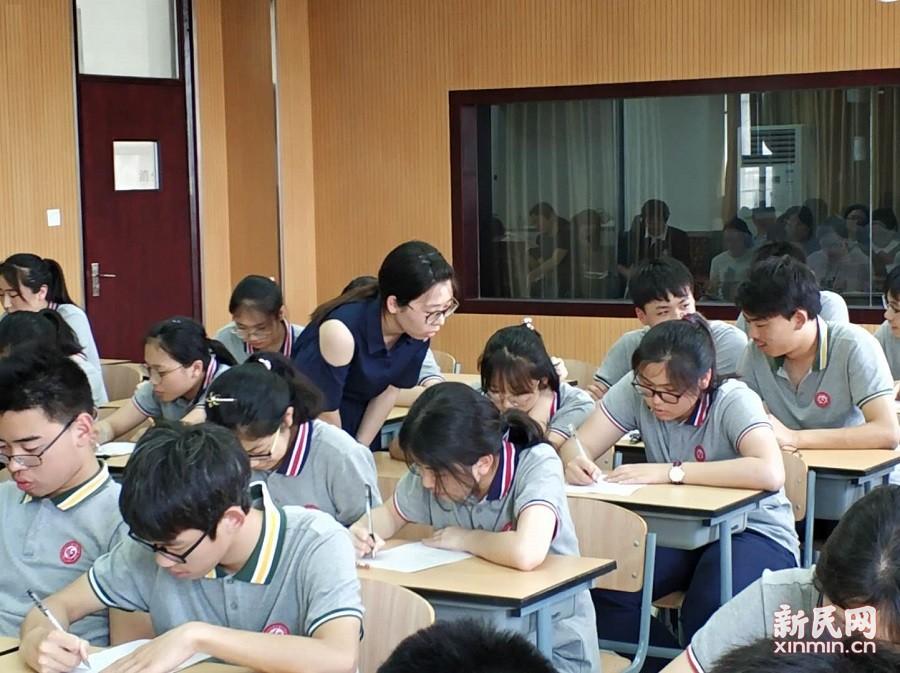 奉贤区英语学科教研活动在曙光中学举行