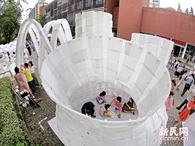 同济大学国际建造节 中外学子搭建创意屋