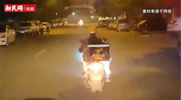 视频 | 送餐外卖哥为迷路救护车引路:毕竟人命关天
