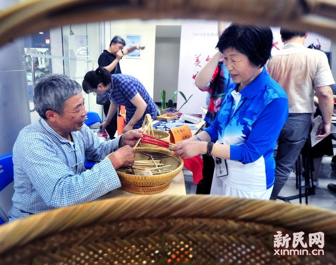 """中国""""文化遗产日"""" 筷子文化进社区"""