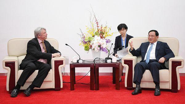 李强会见世界技能组织主席:高质量、高水平办好第46届世界技能大赛