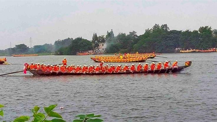 安徽一男选手龙舟赛试水时溺亡 周围数十人都未穿救生衣