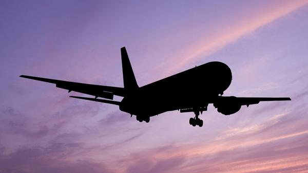 乘客飞机上发病身亡家属索67万 航空公司:已按规范救助