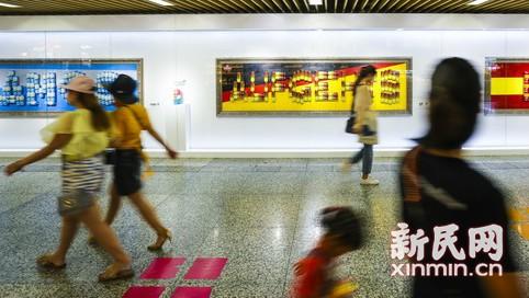 世界杯前的艺术预热——徐家汇地铁站展出世界杯主题艺术装置