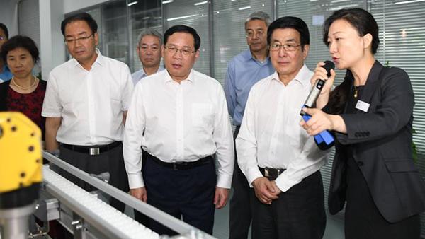 李强陪同甘肃省委书记林铎率团在沪考察