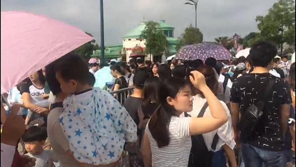 开园2小时客流逾4万 今天去上海迪士尼乐园注意错峰
