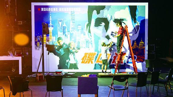 视频 | 昨晚电影节开幕式上的巨幅手绘海报,有没有唤起你的回忆……