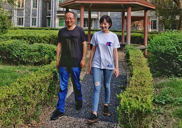 """从学霸到基层女民警 上海这位""""警二代""""以独特方式向父亲告白"""