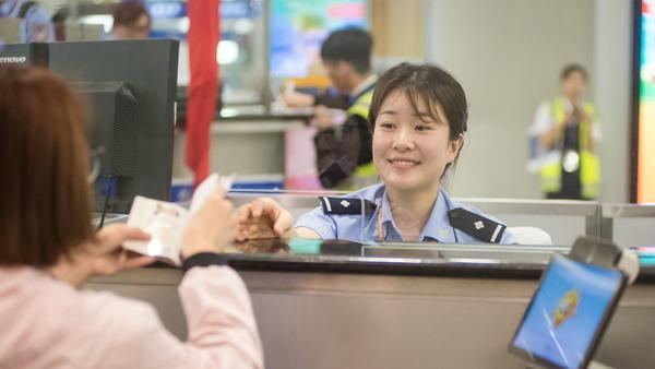 端午小长假上海口岸超36万人次出入境 中国公民出入境通关排队不超过30分钟