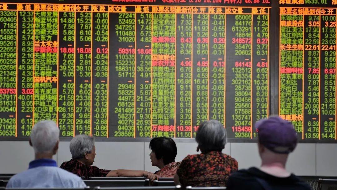 股市波动剧烈 人民银行行长易纲:是受情绪影响