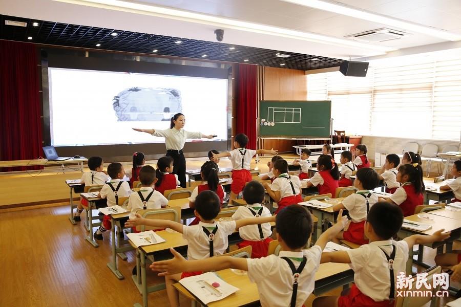 金山区小学数学学科主题教研活动在朱泾小学举行