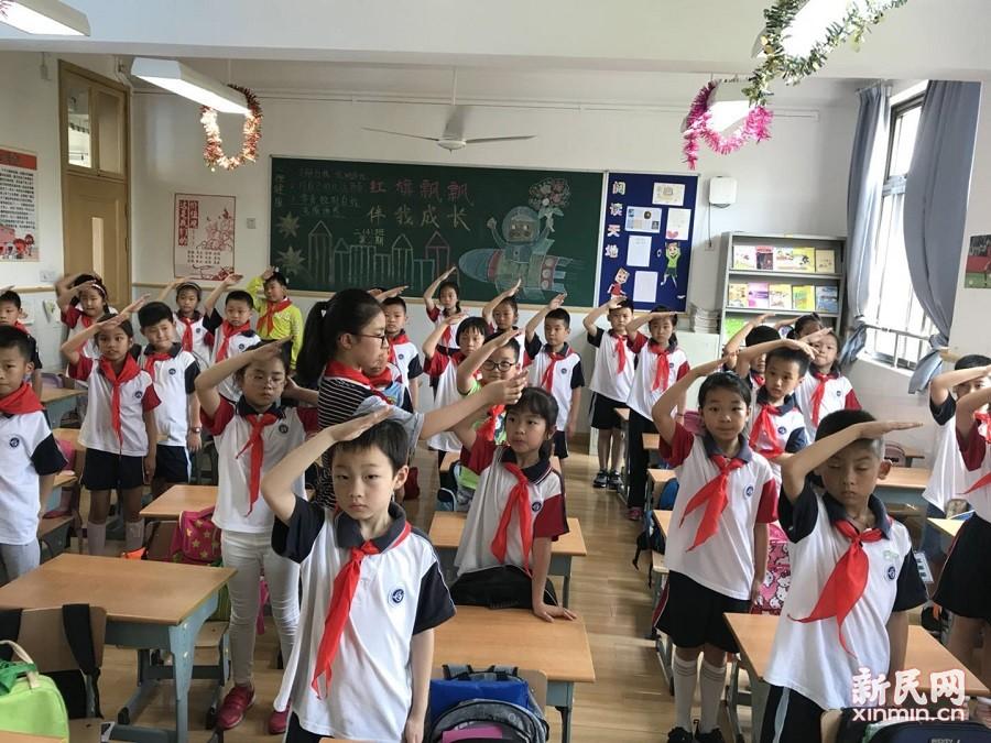 联建小学二年级入队仪式举行