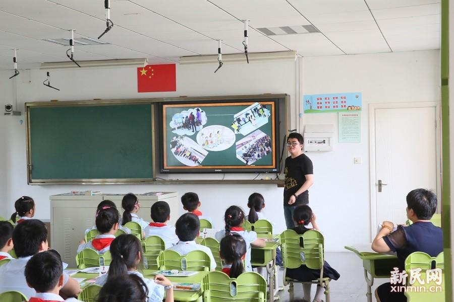 金山区道德与法制学科教学研讨活动在朱泾小学举行
