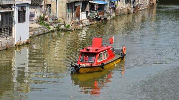 沪上首艘古镇消防船金山上岗 水炮可覆盖沿岸古建筑群