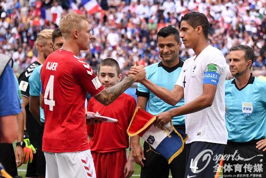 """法国丹麦踢""""默契球"""",丹麦球迷:我为这种出线方式感到羞耻"""