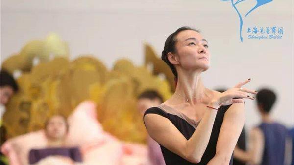 上芭首席舞者重伤后重归舞台 这一年多她经历了什么