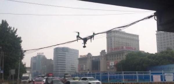 上海警用无人机抓拍交通违法再升级:三十倍变焦,适应雨天黑夜执法