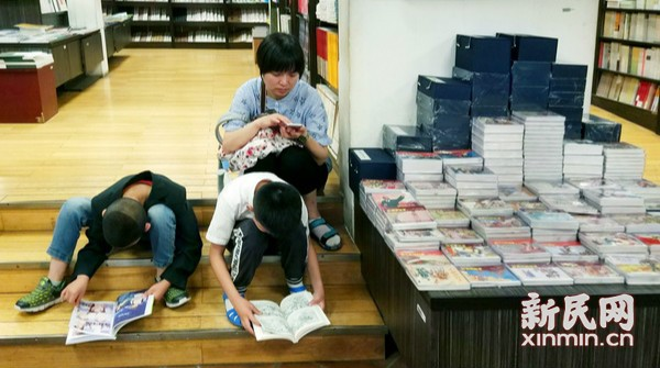 """暑期""""孵""""书店  孩子静心读"""