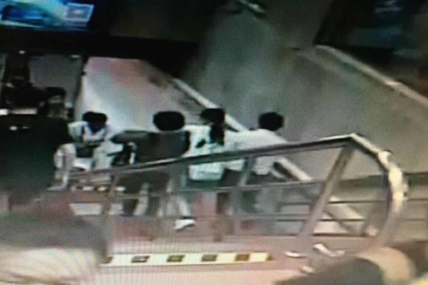 视频 | 都怪它!早高峰上海地铁火车站1小时8人差点昏过去