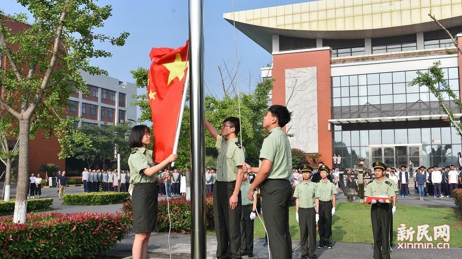 激发潜能促学识,鼓足干劲迎期末——曙光中学举行第十七周升旗仪式