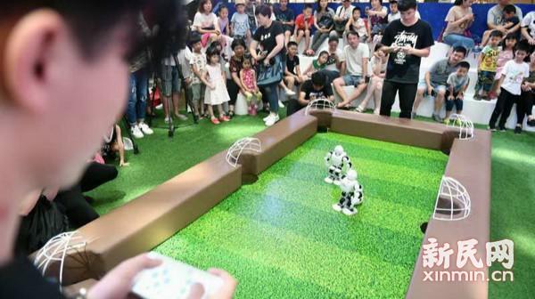 """智能机器人上演AI""""世界杯"""""""