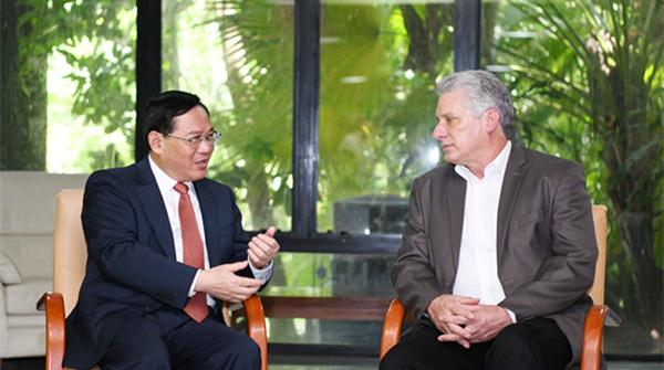古巴国务委员会主席兼部长会议主席迪亚斯-卡内尔会见李强