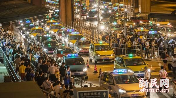 沪两大机场航班起降逐步恢复