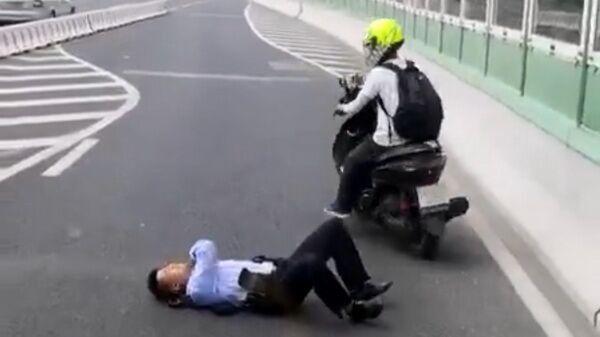 最新!上海一驾摩托车撞交警逃逸男子已被警方控制